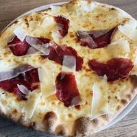 Pizza bresaola, huile de truffe